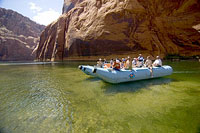 Colorado River rafting 1.jpg (176476 bytes)