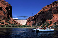 Colorado River rafting 3.jpg (178652 bytes)